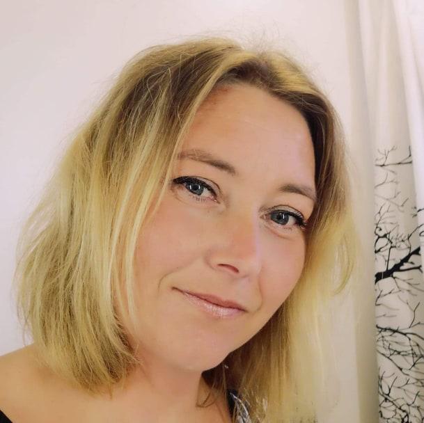 Sara Holt